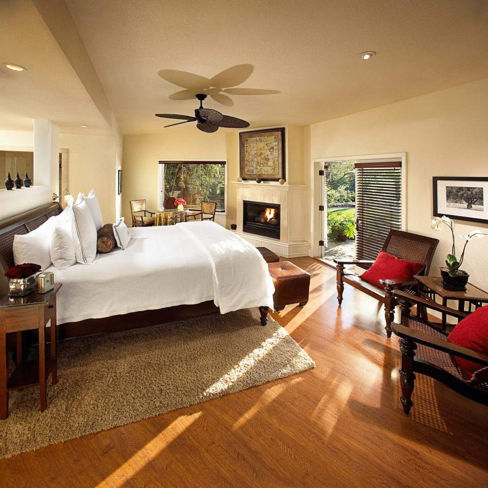 Bedroom Inn Romance Romantic property living room home hardwood wood flooring cottage laminate flooring Suite flooring