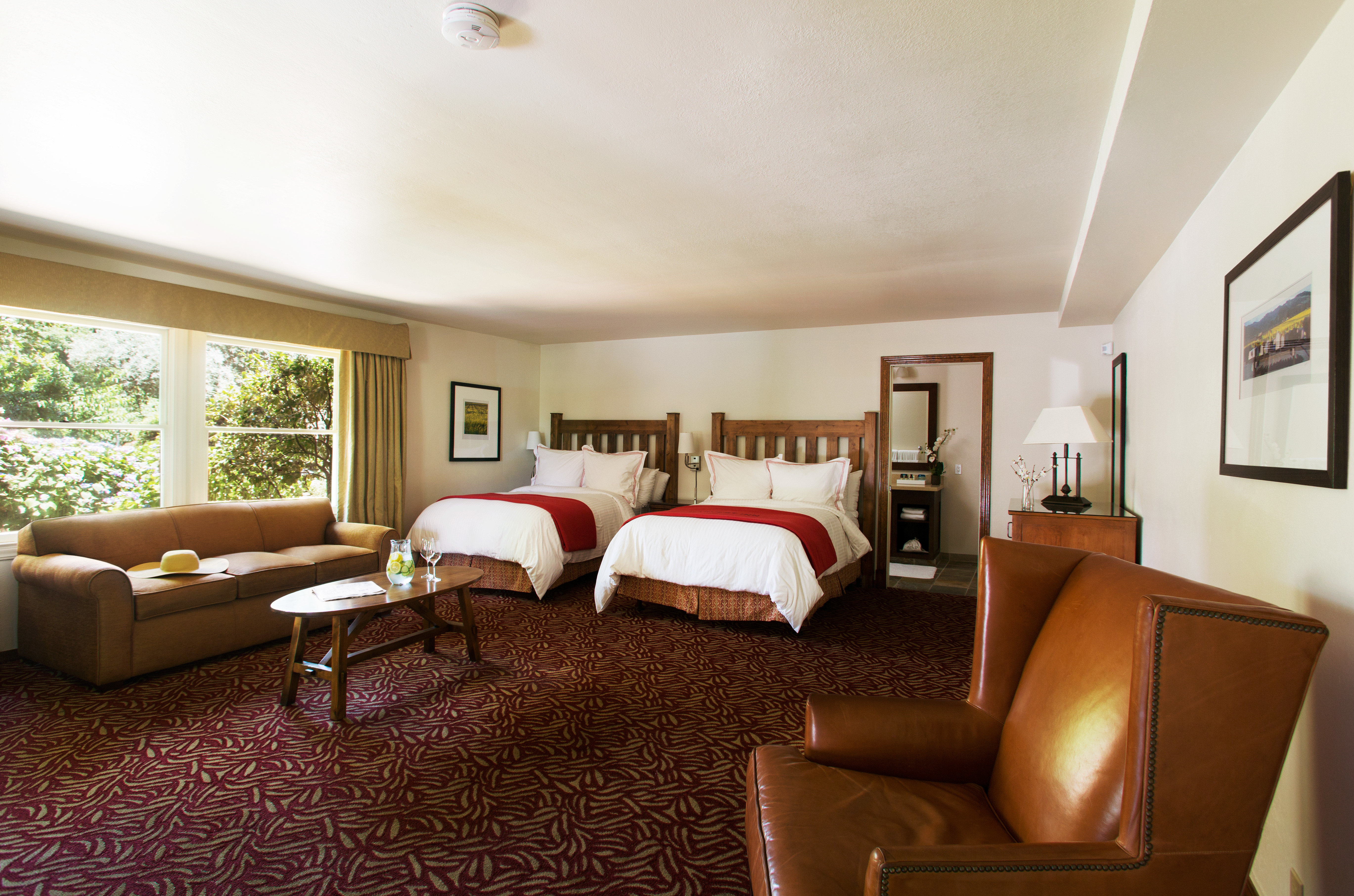 Bedroom Inn Romantic Scenic views property living room Suite home cottage condominium Villa
