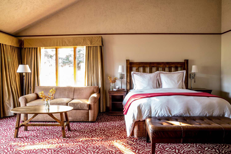 Bedroom Inn Romantic Scenic views property Suite home cottage Villa living room