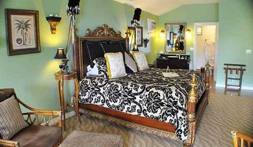 Bedroom Inn Romantic property chair cottage Suite Villa living room
