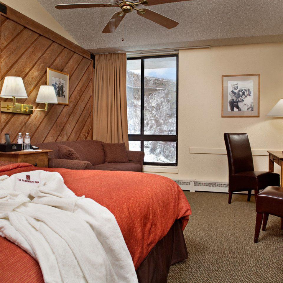 Bedroom Inn Rustic property home Suite cottage red hardwood living room