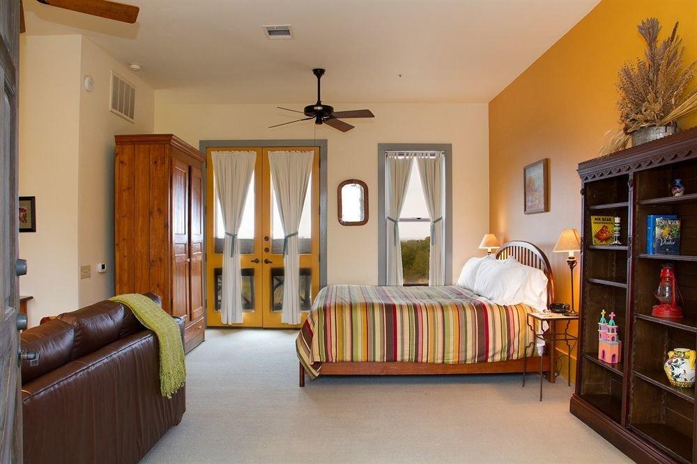 Bedroom Inn Rustic sofa property home cottage hardwood living room Villa farmhouse