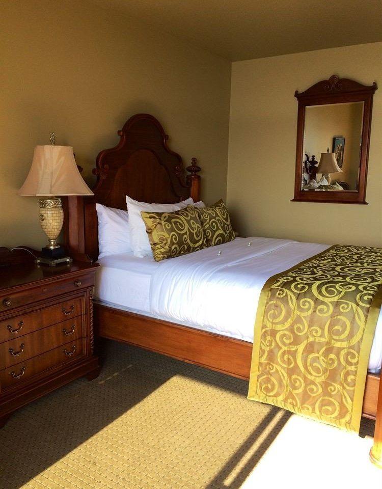 Bedroom Inn property Suite hardwood bed sheet cottage bed frame living room lamp