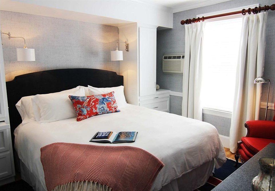 Bedroom Inn sofa property Suite cottage bed sheet