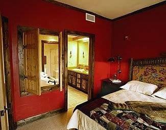 property building Bedroom cottage Suite Inn