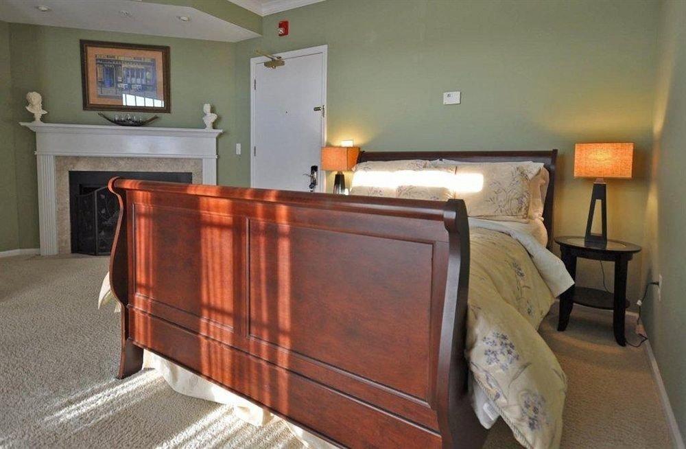 Bedroom Inn property hardwood home cottage cabinetry Suite wood flooring