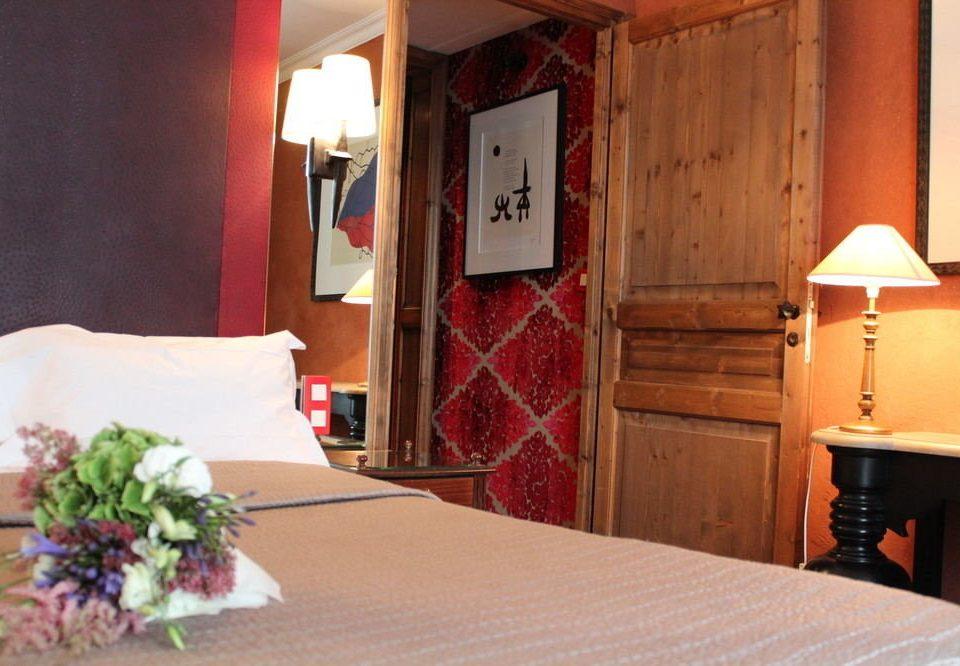 property Suite cottage restaurant Inn Bedroom