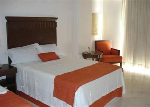 Bedroom property Suite cottage Inn night