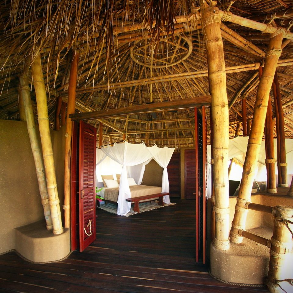 Bedroom Island Treehouse house log cabin