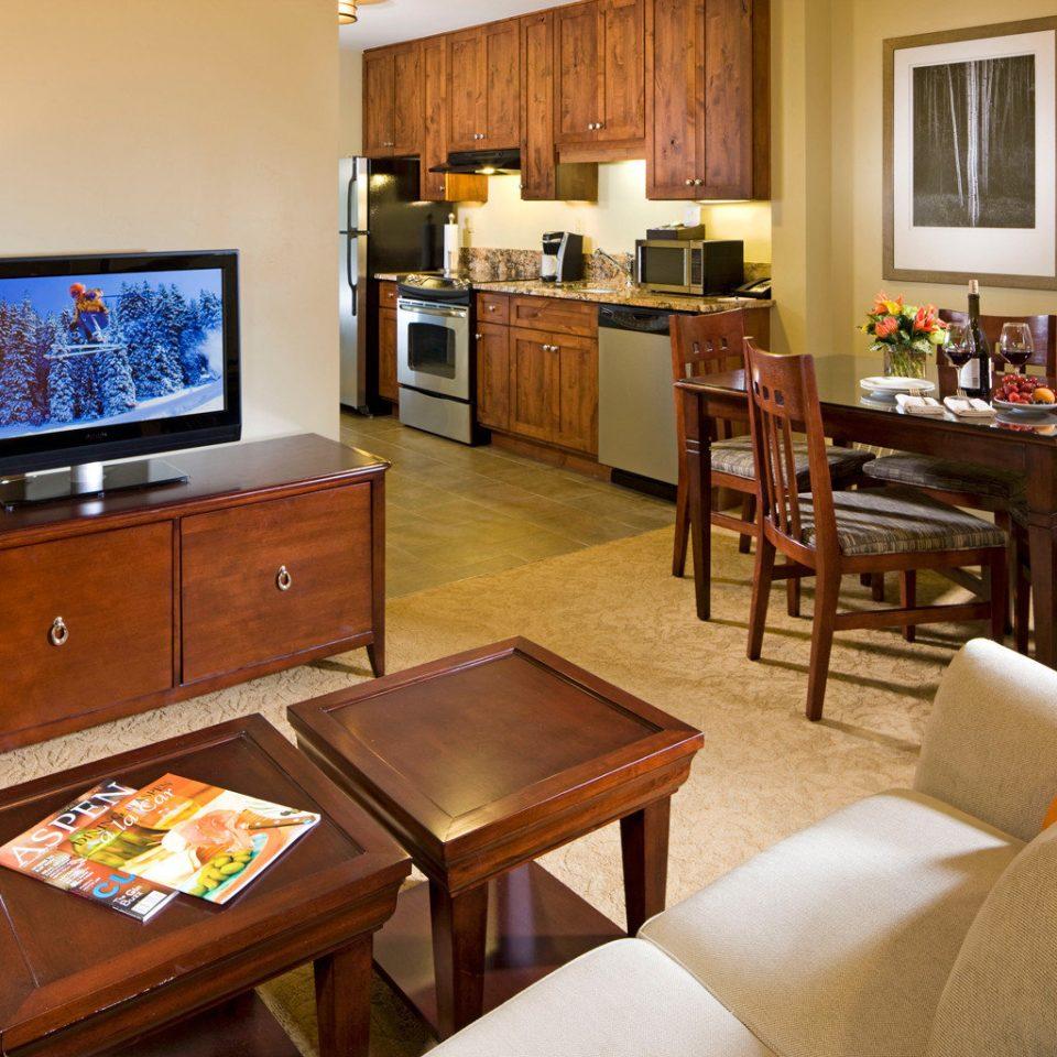 Bedroom Kitchen Modern Suite property home living room cottage restaurant recreation room