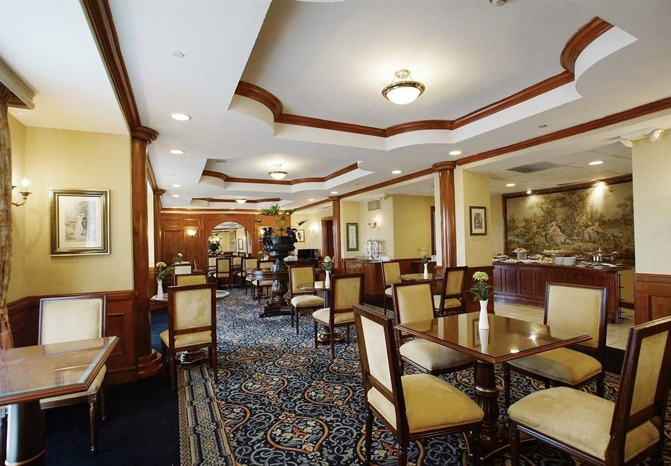 chair property Lobby restaurant Suite function hall Bedroom