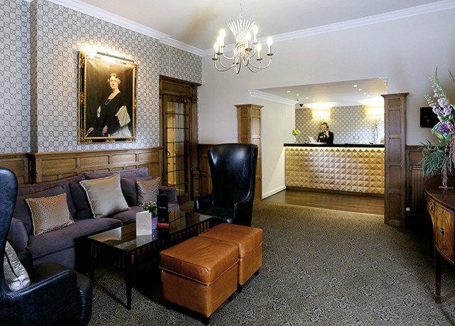 property living room Lobby home Suite condominium Villa mansion Bedroom containing