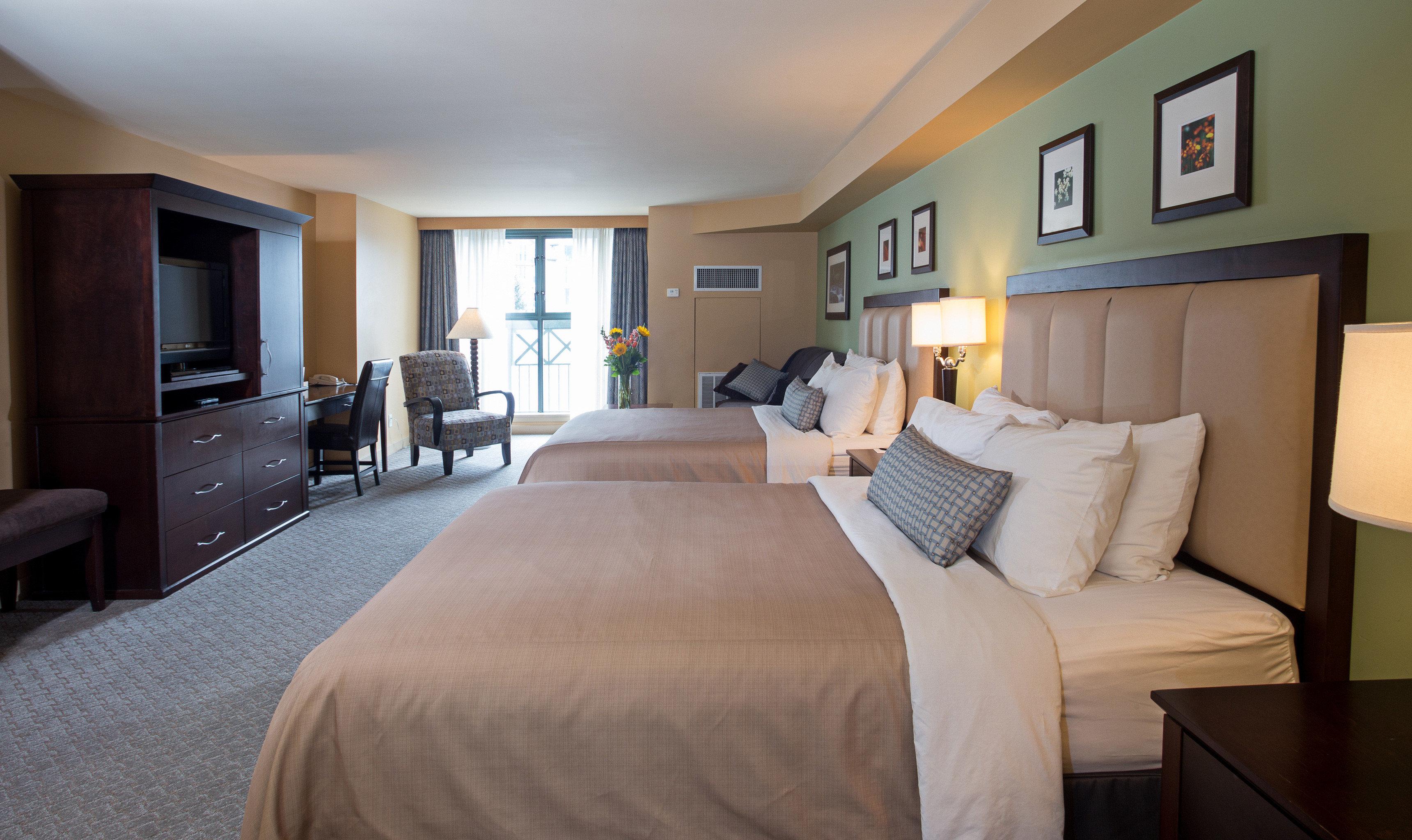 Bedroom Lodge Lounge Scenic views sofa property Suite home cottage living room condominium Villa lamp flat
