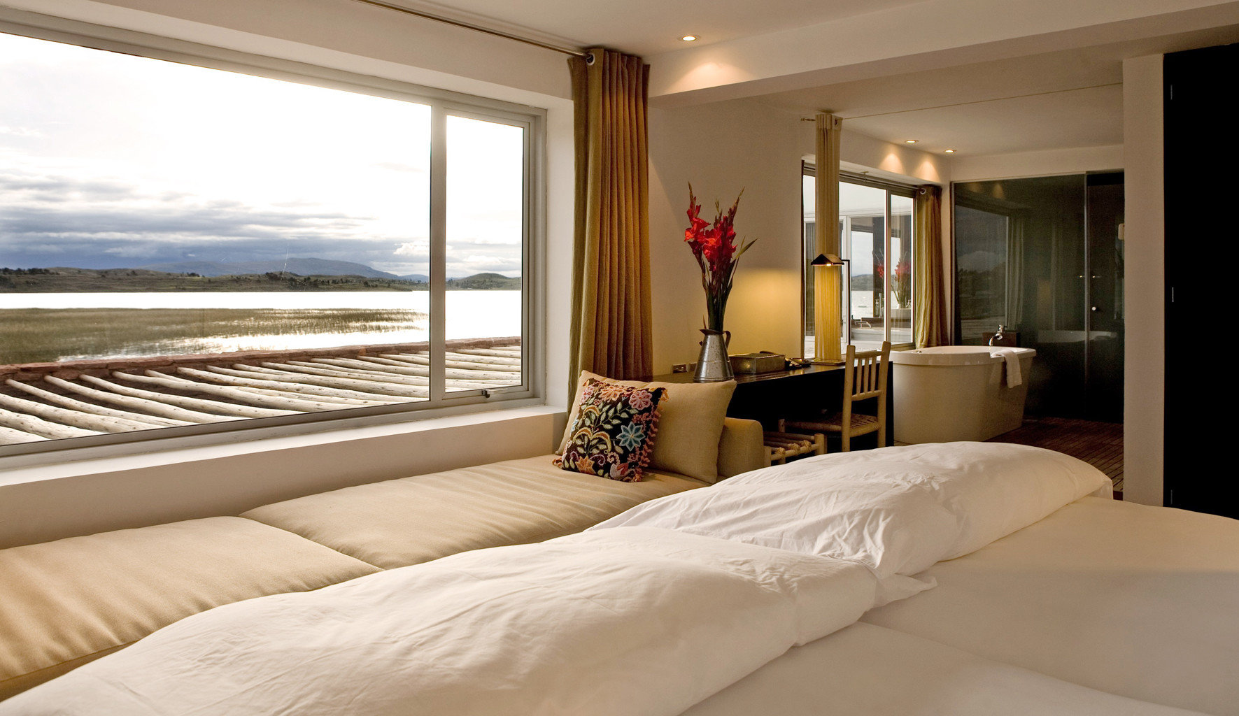 Bedroom Lodge Modern Scenic views Waterfront property Suite white pillow home bed sheet cottage bed frame living room Villa condominium big bedclothes