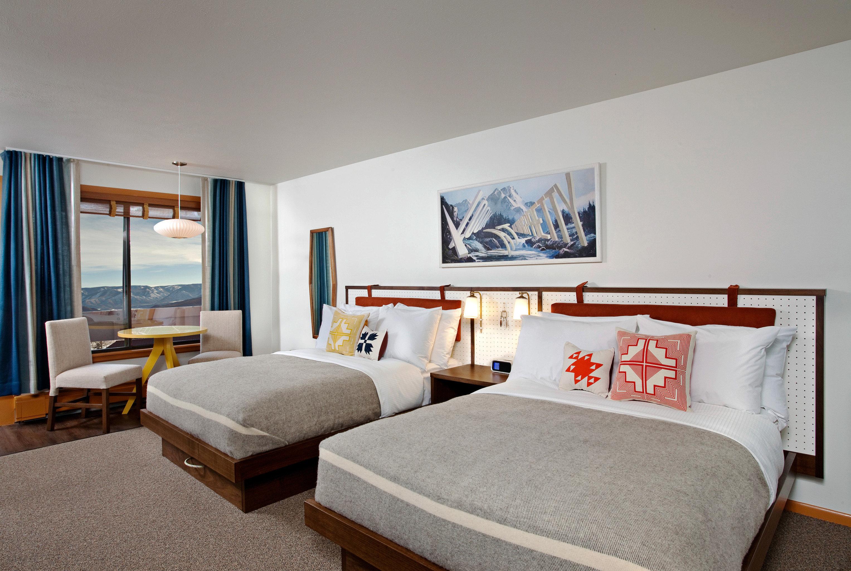 Bedroom Lodge Mountains Ski property Suite home living room cottage condominium