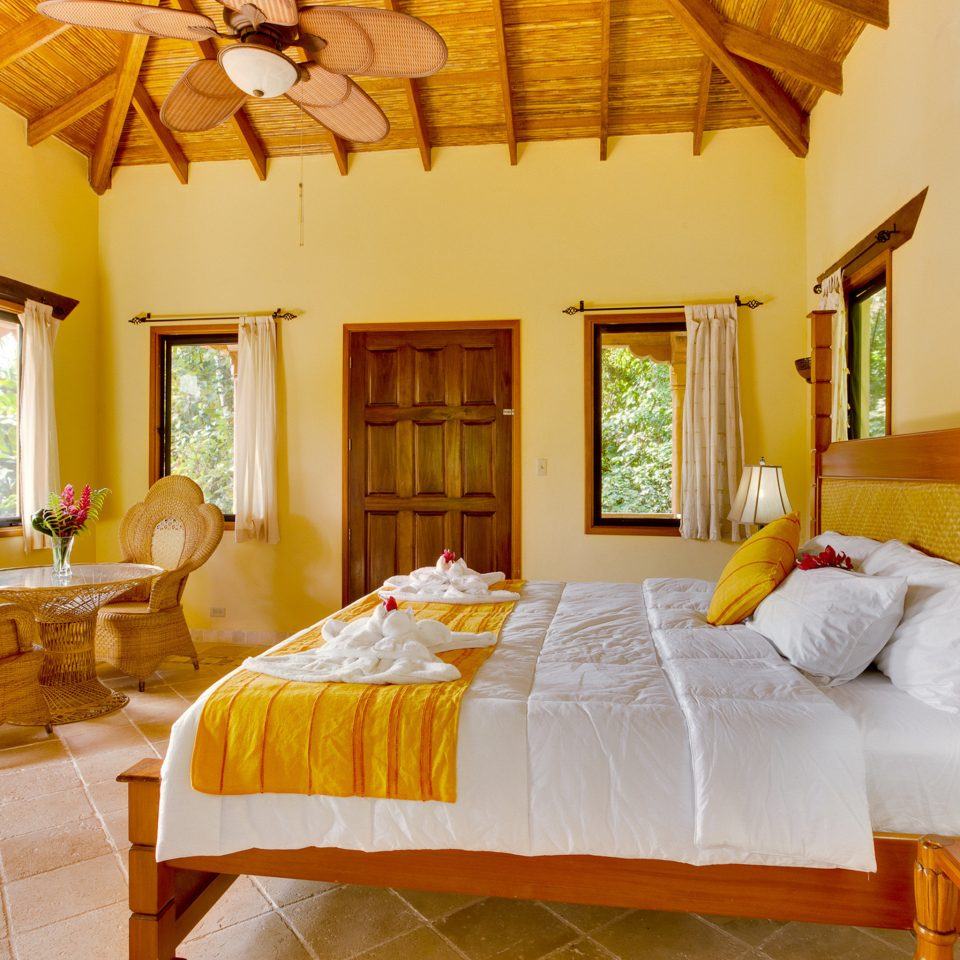 Bedroom Lodge Rustic property Villa Resort cottage yellow Suite home living room farmhouse