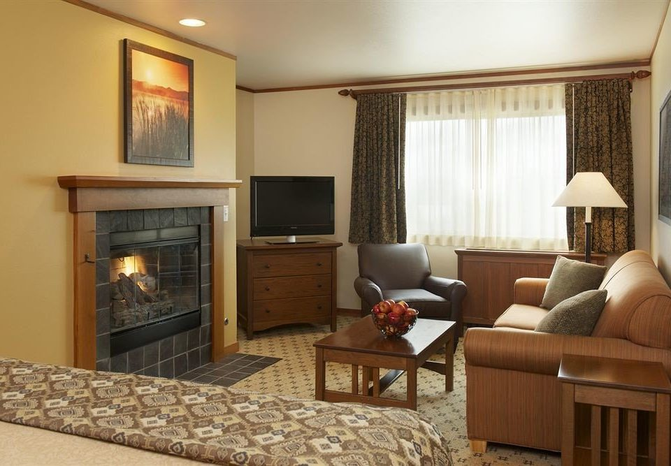 Lodge Resort sofa property living room home Suite cottage Bedroom hardwood condominium containing