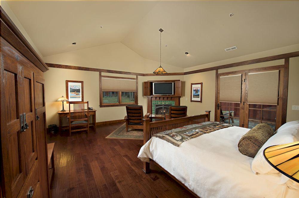 Bedroom Lodge Rustic property home cottage hardwood Suite living room farmhouse mansion