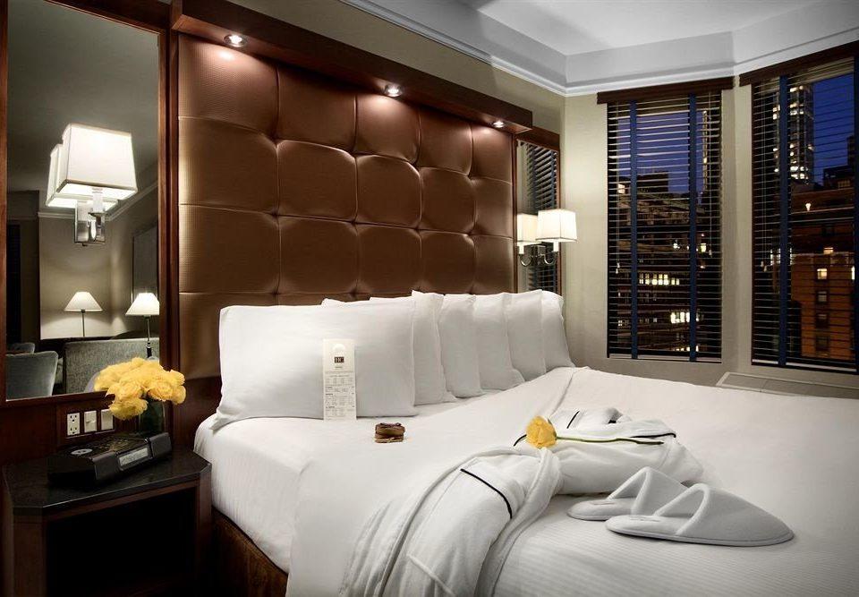 Bedroom Lounge Luxury Modern Suite sofa property living room white yacht condominium pillow