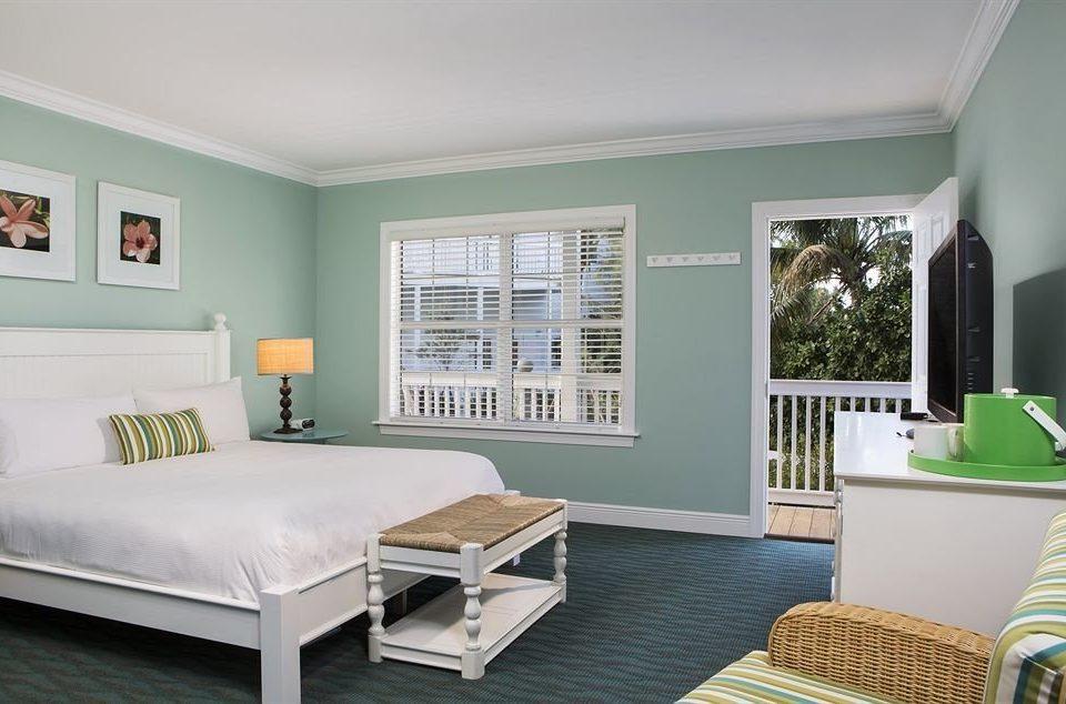 Bedroom Lounge Luxury Modern Suite property living room home green hardwood condominium cottage Villa
