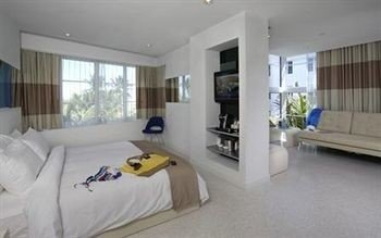 Bedroom Lounge Luxury Modern Suite property condominium cottage living room home Villa