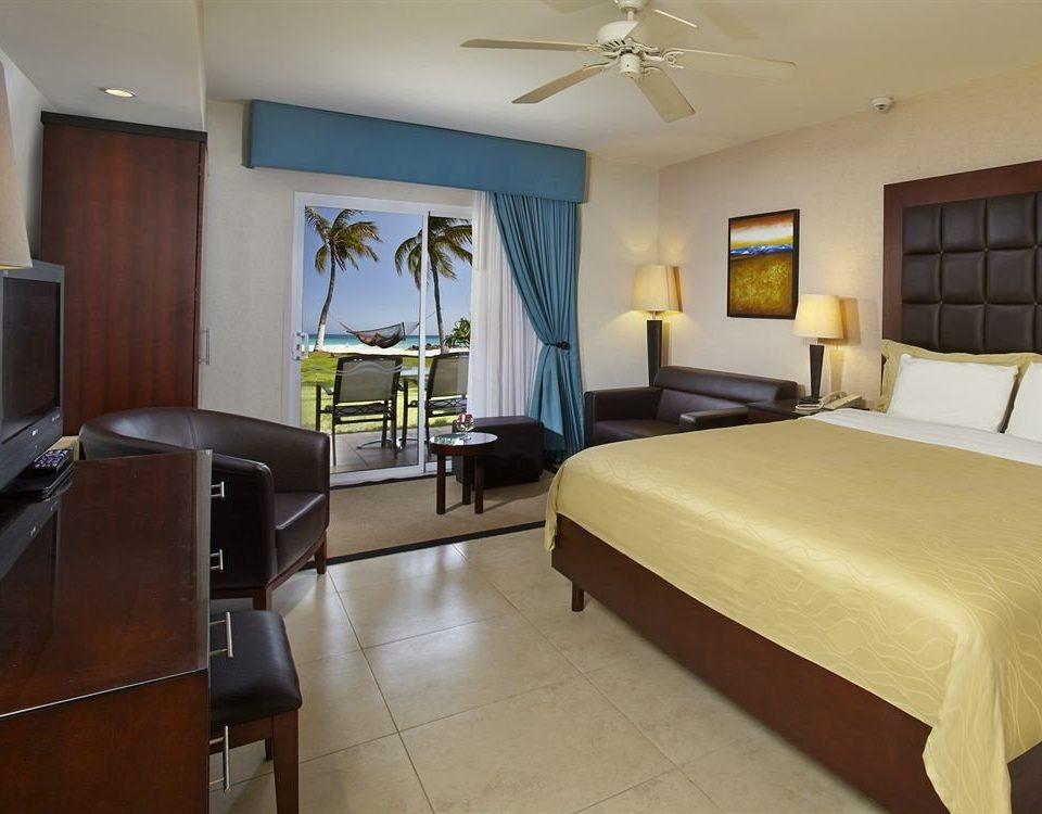 Bedroom Lounge Luxury Patio Scenic views Suite property condominium cottage