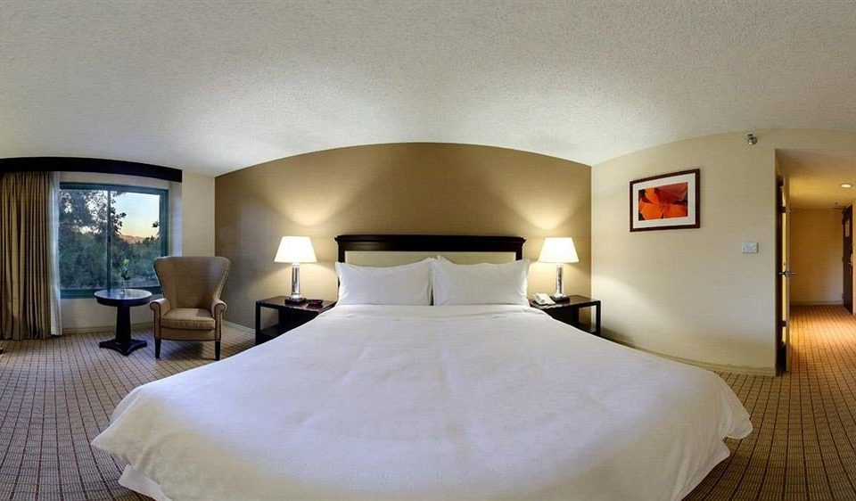 Bedroom Lounge Luxury Suite property scene pillow Villa Resort cottage lamp