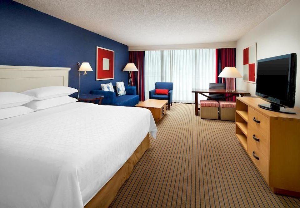 Bedroom Lounge Luxury Suite property desk lamp