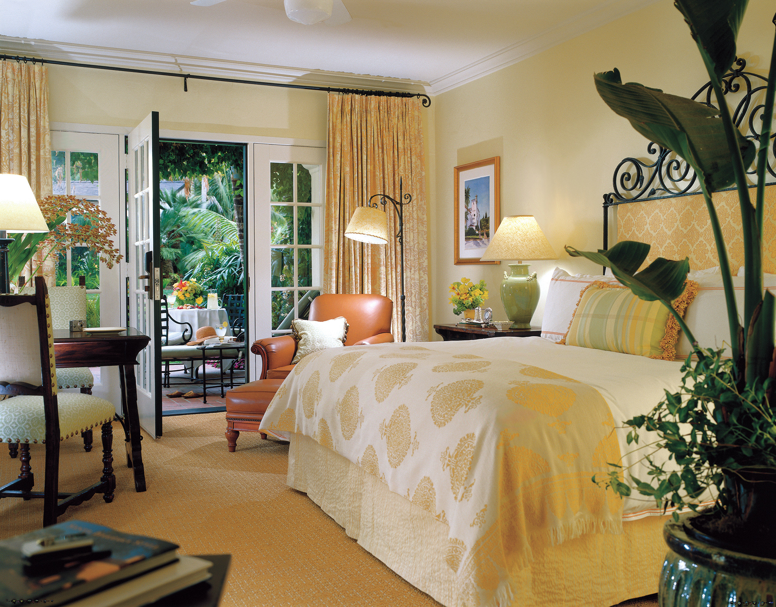 Bedroom Lounge Luxury Suite property living room home condominium cottage Villa mansion
