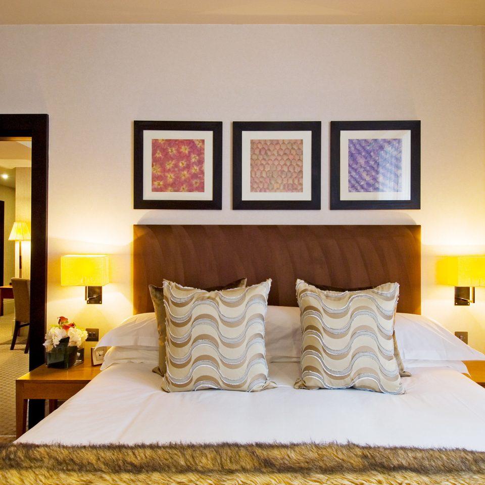 Bedroom Lounge Modern Suite property scene pillow cottage bed sheet