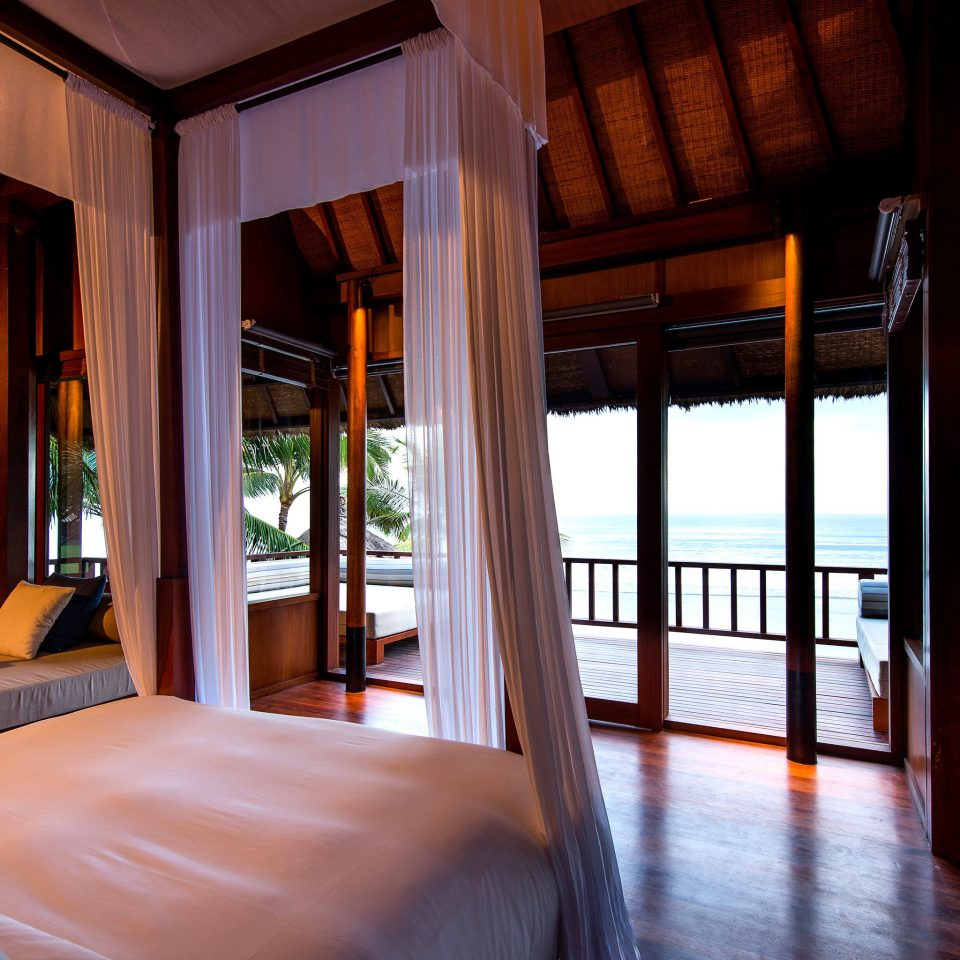 Lounge Ocean property Resort house home Villa condominium mansion living room Bedroom cottage Suite dining table