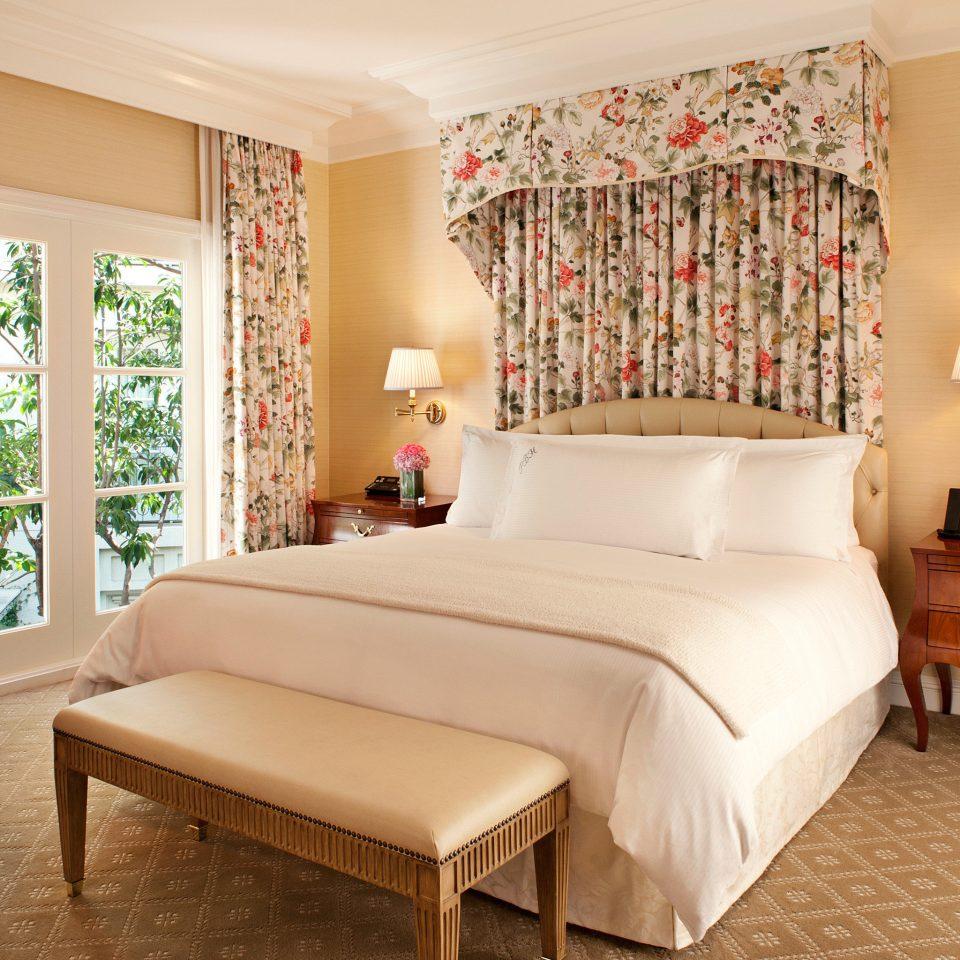 Bedroom Lounge Suite property living room hardwood home bed sheet cottage