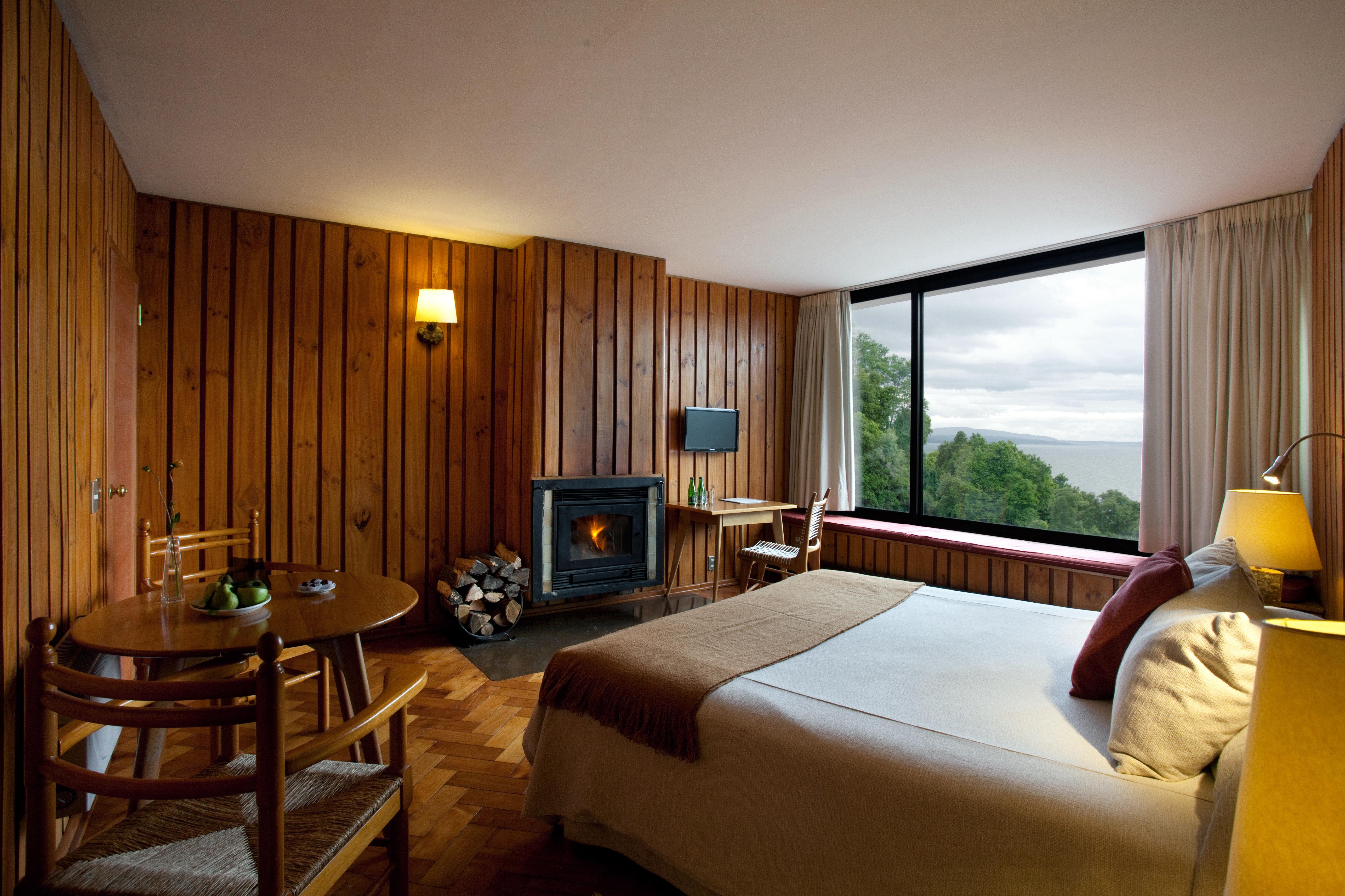 Bedroom Luxury Modern Resort Scenic views property Suite Villa cottage condominium
