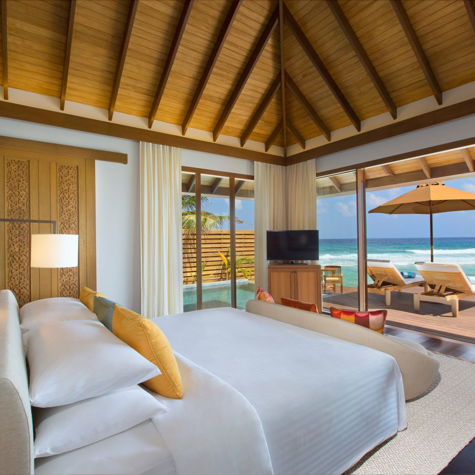 Bedroom Luxury Modern Scenic views Suite property Resort Villa condominium cottage living room