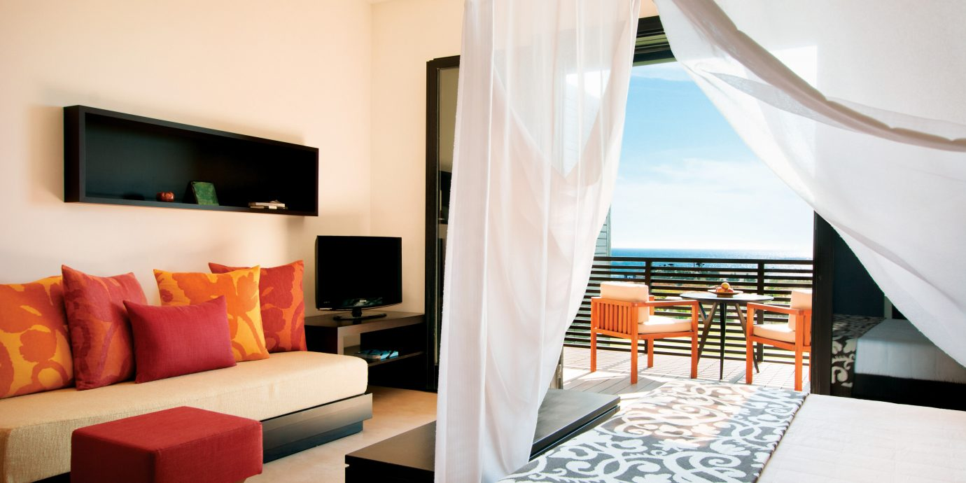 Bedroom Luxury Modern Scenic views Suite property living room Resort Villa condominium cottage flat