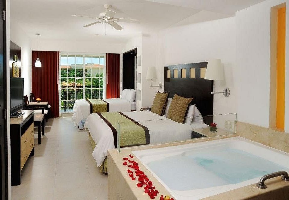 Bedroom Luxury Modern Romantic Scenic views Suite property Villa cottage home condominium living room