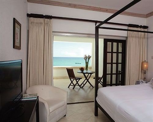 Bedroom Luxury Modern Romantic Scenic views Suite property condominium cottage home Villa living room