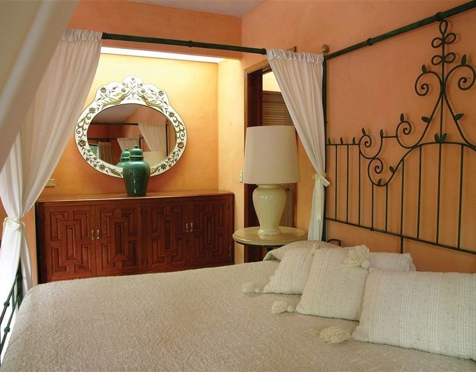 Bedroom Luxury Modern Romantic Scenic views property house home Suite cottage Villa lamp