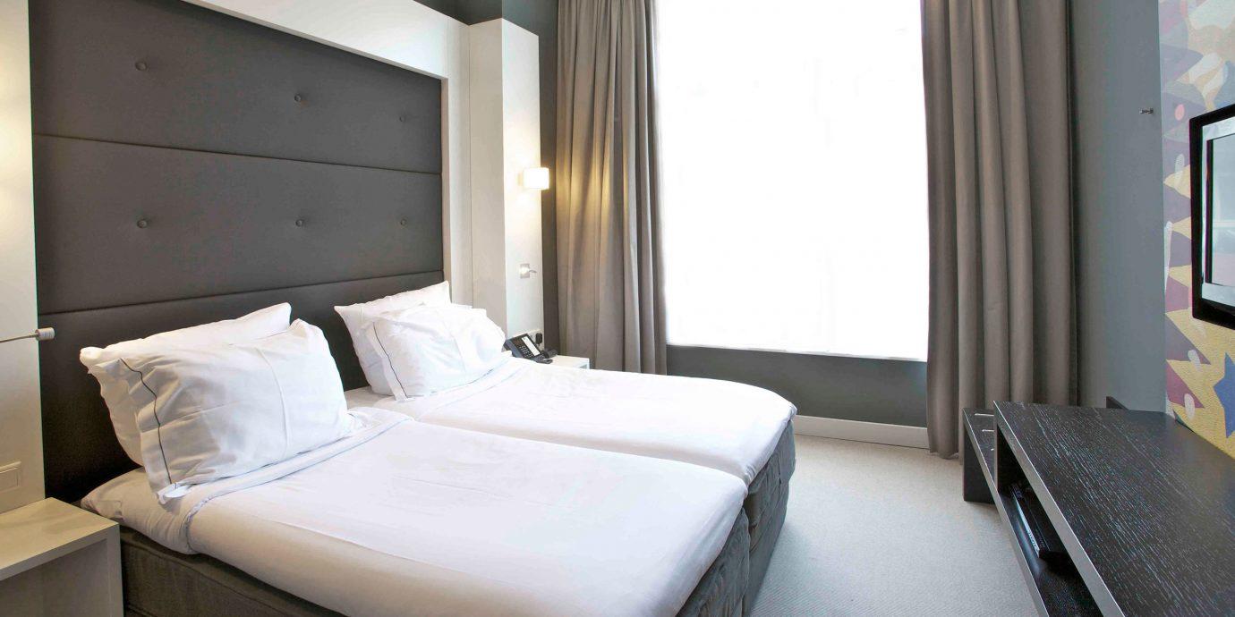 Bedroom Luxury Modern Romantic Suite property vehicle cottage condominium night tan