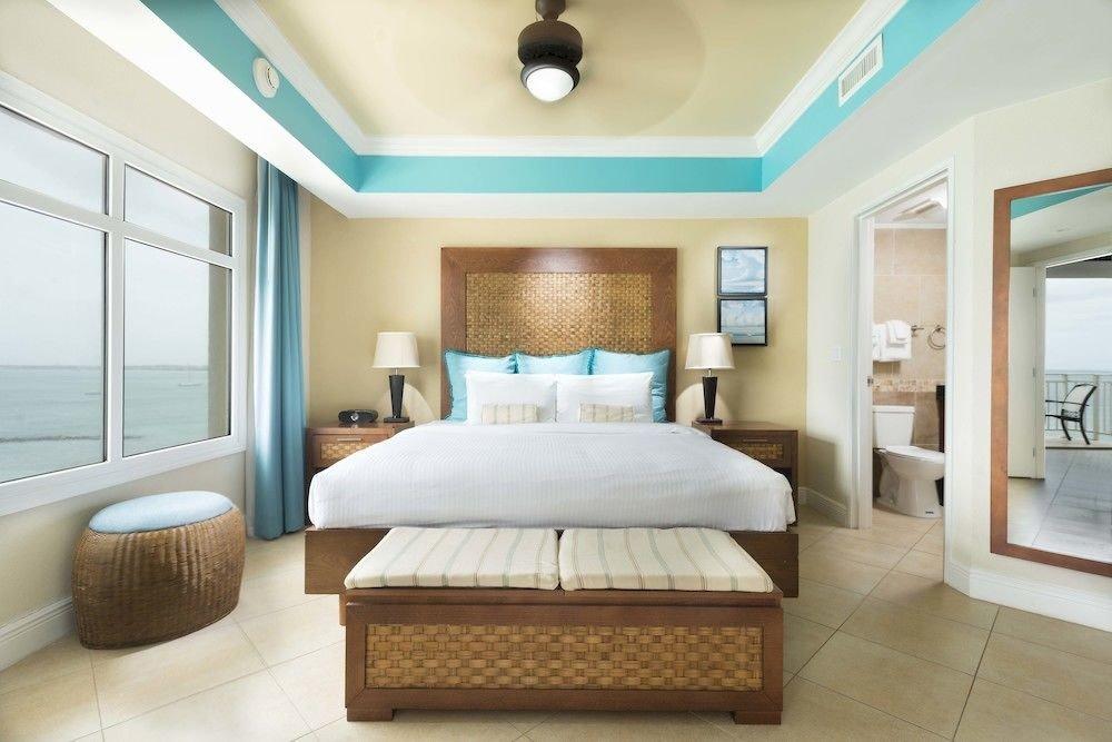 Bedroom Luxury Modern Scenic views Suite property living room condominium home cottage