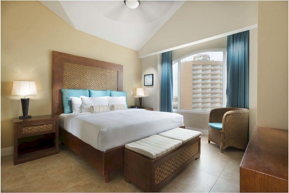 Bedroom Luxury Modern Scenic views Suite property condominium hardwood cottage living room tan