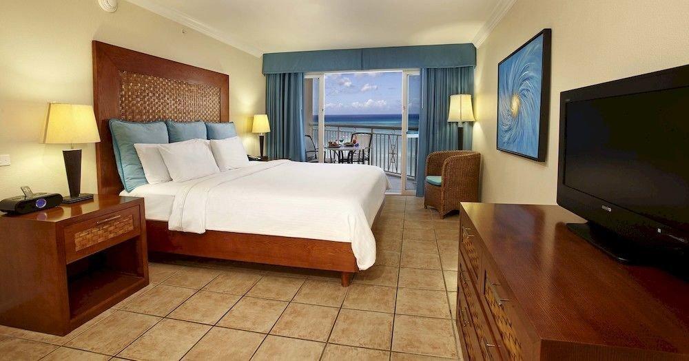 Bedroom Luxury Modern Scenic views Suite property condominium cottage living room Villa
