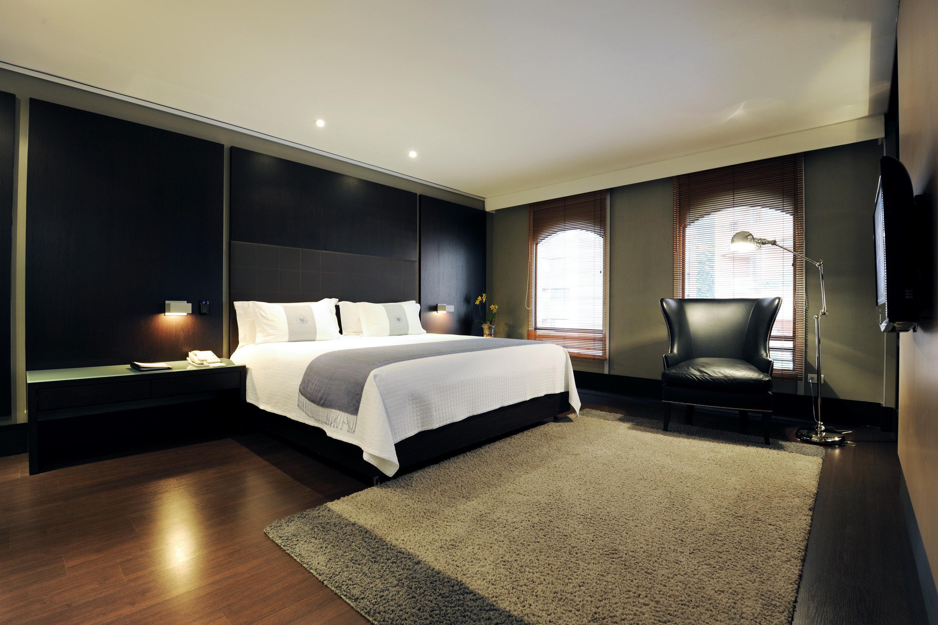 Bedroom Luxury Modern Scenic views Suite property living room home flat lamp