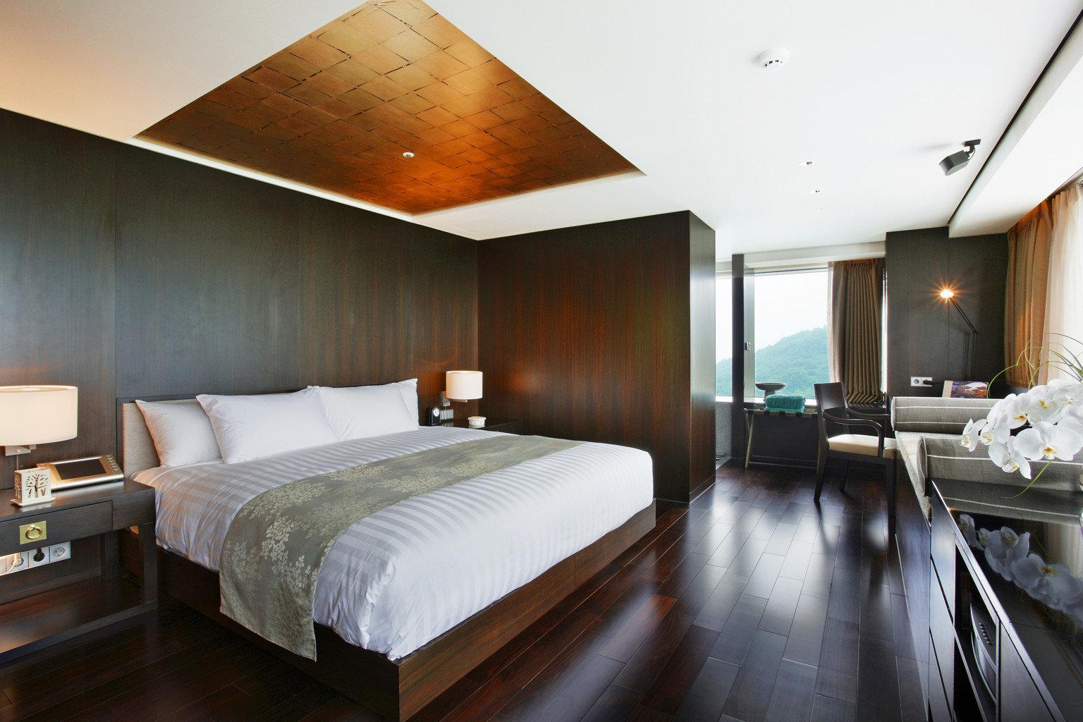 Bedroom Luxury Modern Scenic views Suite property yacht passenger ship