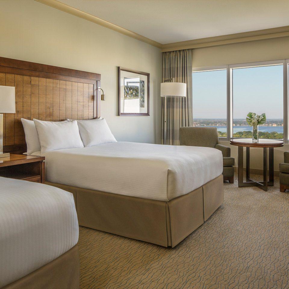 Bedroom Luxury Modern Scenic views Suite property condominium cottage Villa