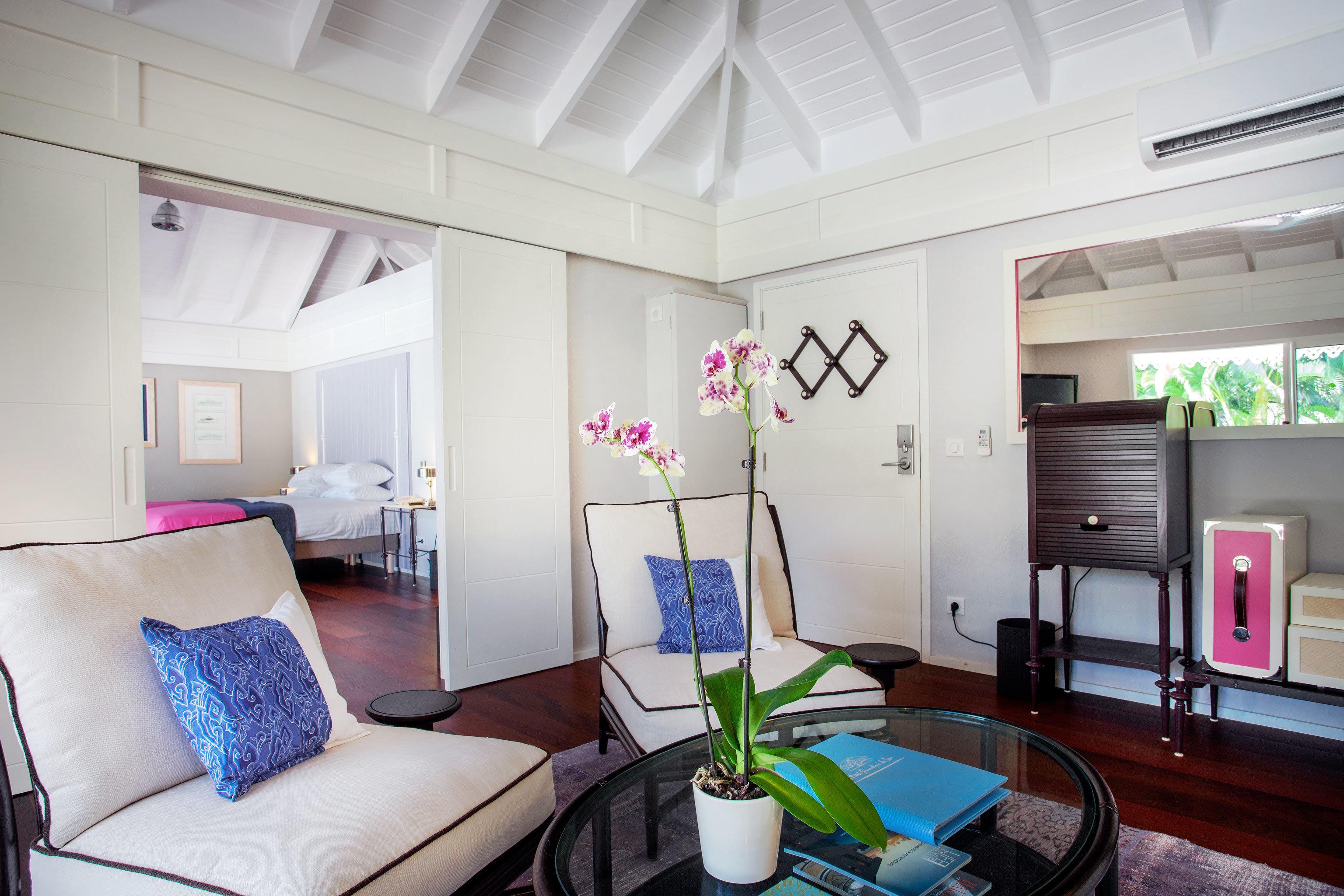Bedroom Luxury Modern Suite property living room home cottage condominium