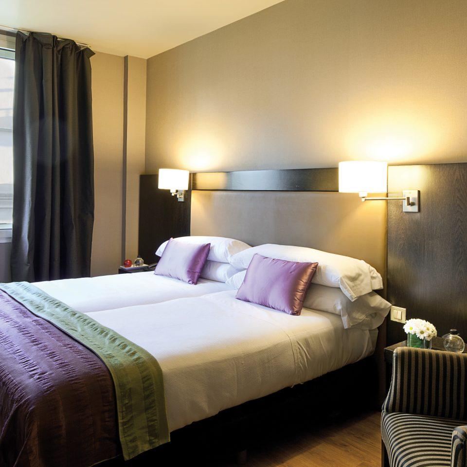 Bedroom Luxury Modern Suite sofa property cottage living room lamp
