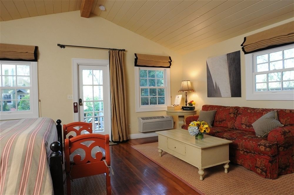 Bedroom Luxury Modern Suite sofa property living room home cottage hardwood farmhouse