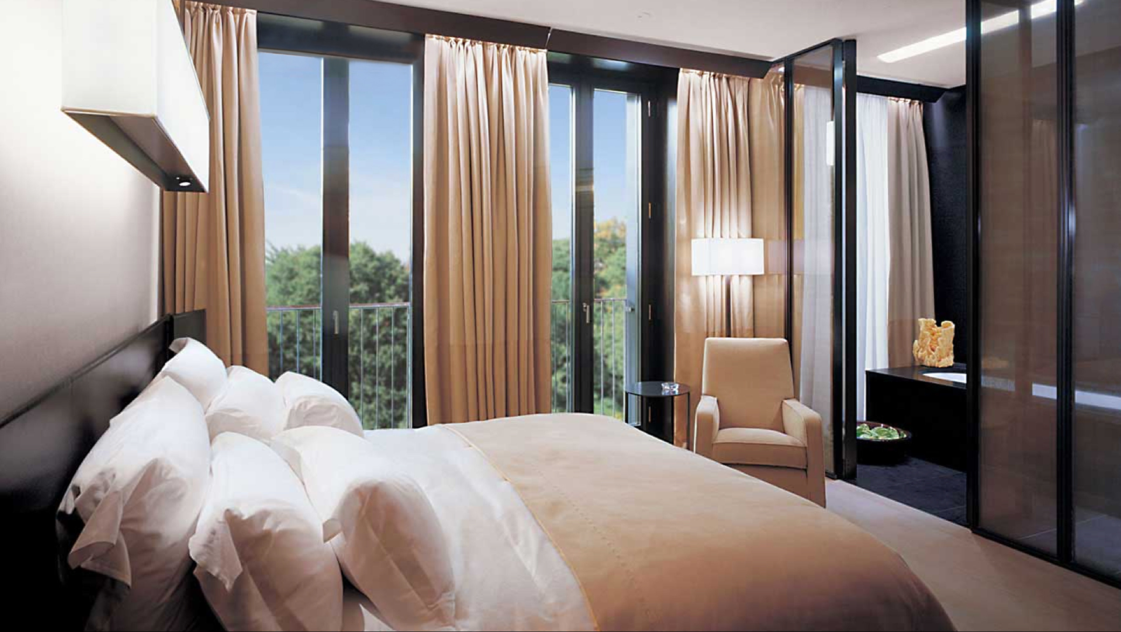 Bedroom Luxury Modern property Suite pillow