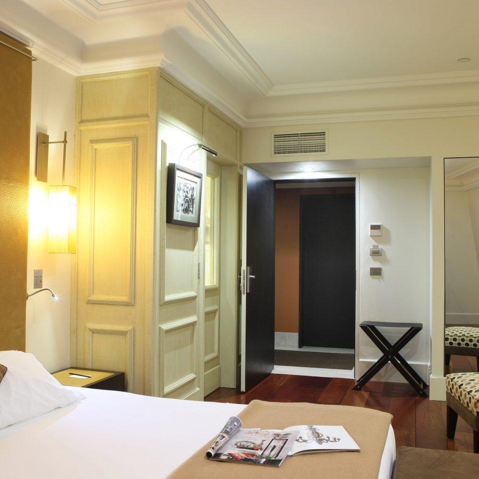 Bedroom Luxury Modern property Suite condominium living room home cottage Villa
